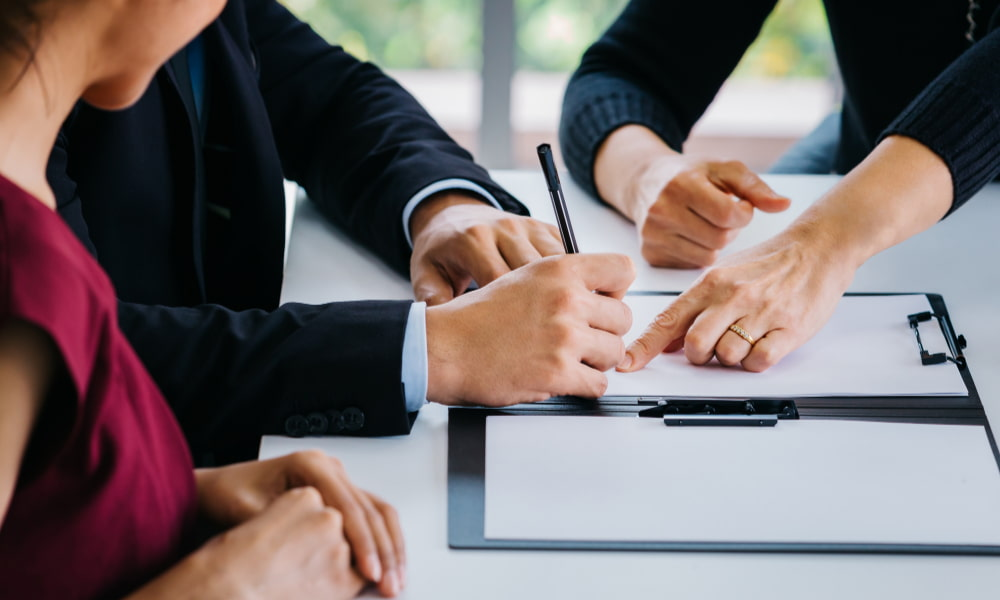 signing a no fault divorce agreement