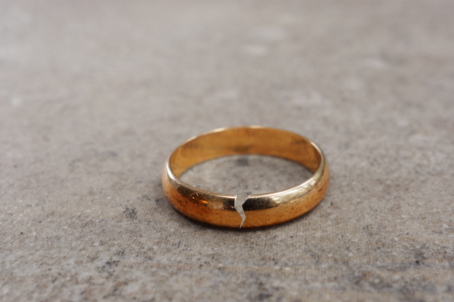 Broken ring from an uncontested divorce