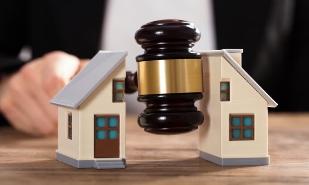 judge gavel splitting house